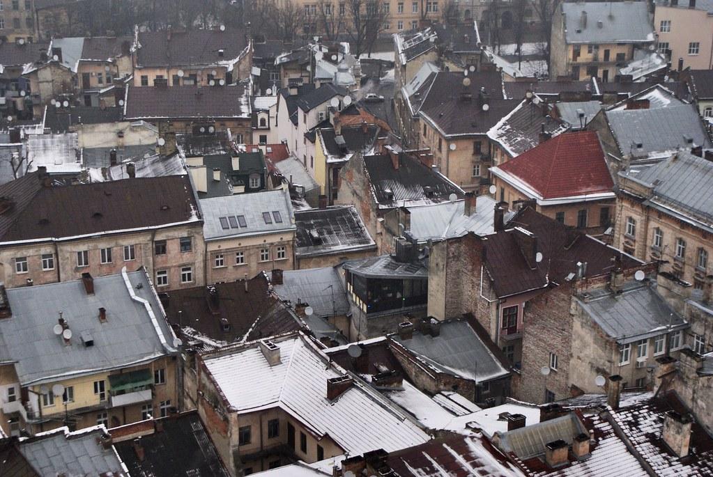 Vue depuis la tour de la mairie sur la Vieille ville de Lviv.