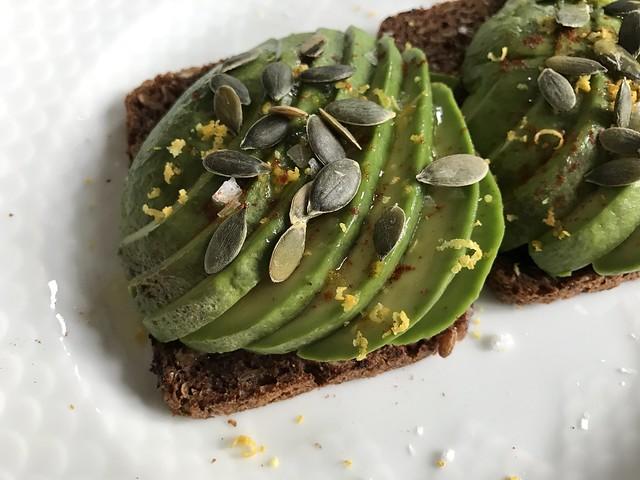 Rugbrød med avocado
