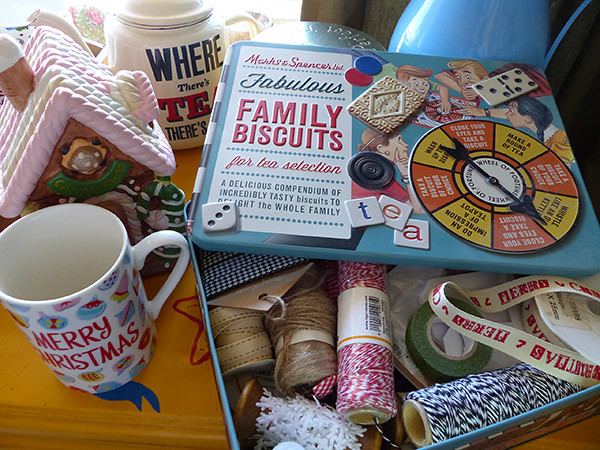 family biscuits box