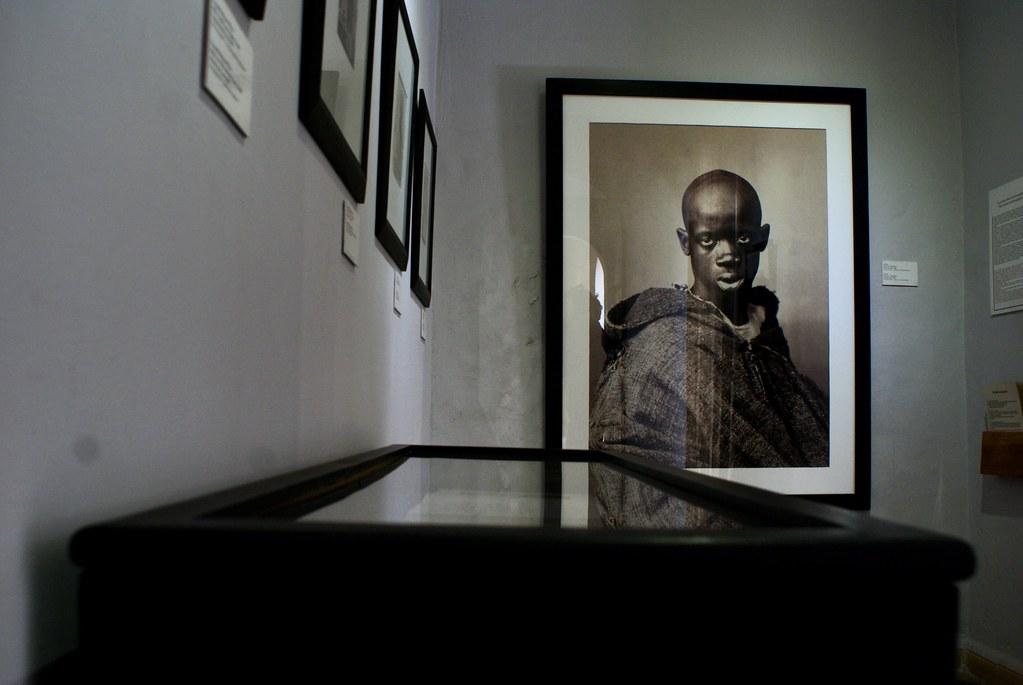 Portrait d'un esclave, photo d'Henri Regnault (1870) à la Maison de la Photographie à Marrakech.