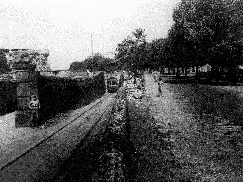 Esplanada do Castelo, ainda com a antiga entrada do Castelo da Foz e o seu fosso