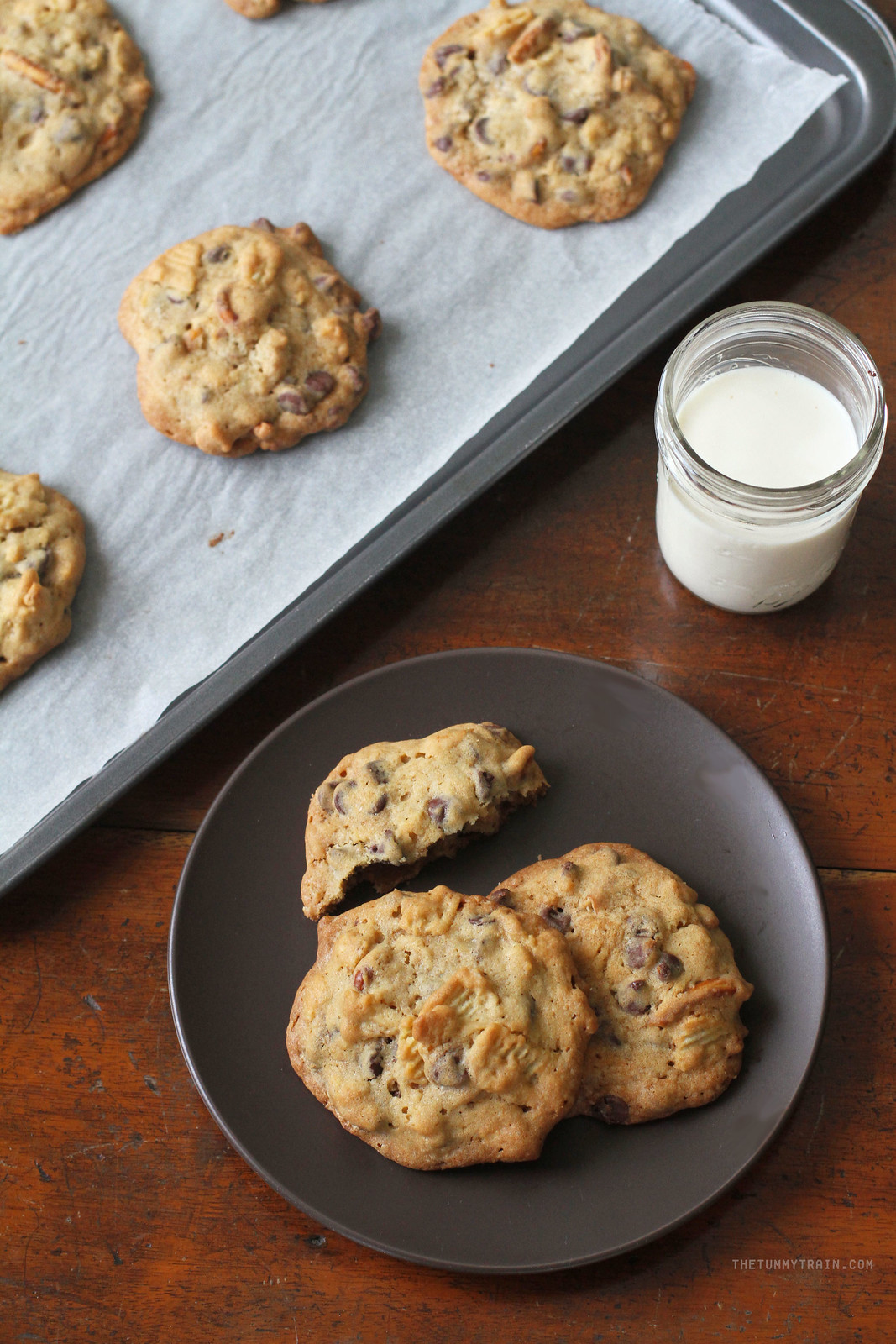 32015050582 9a63c4aa26 h - Finding new favourites with these Sweet & Salty Chocolate Chip Cookies [VIDEO]