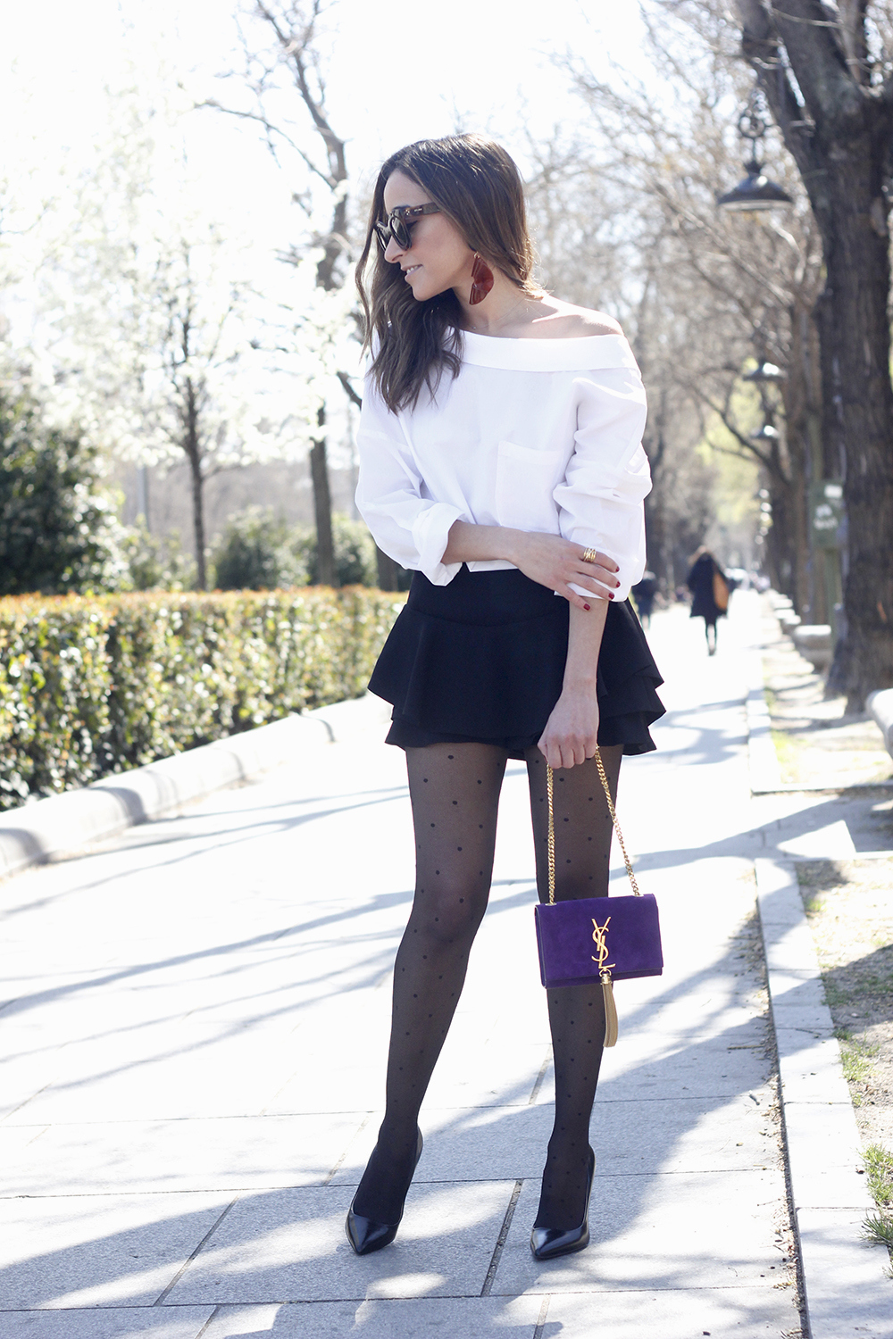 Ruffled shorts white shirt saint lauren bag céline outfit style03
