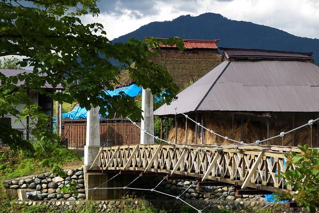 大出の吊り橋&茅葺き