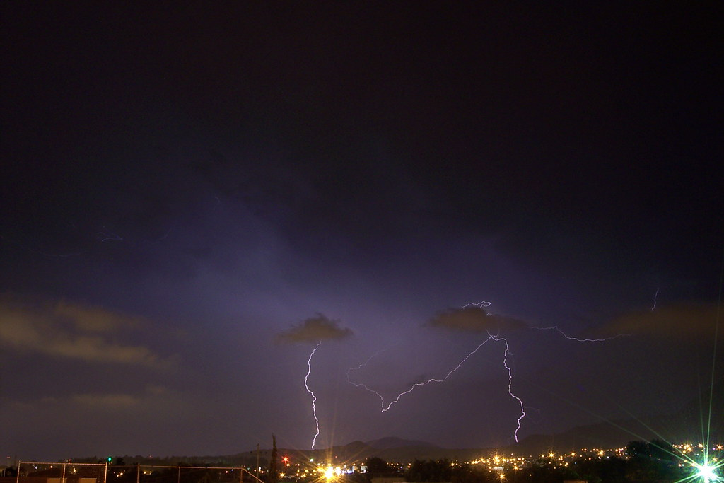 Молния насквозь пробила фюзеляж самолета, летевшего изМюнхена в столицу