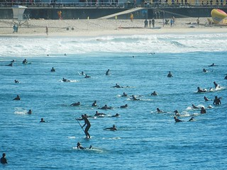 Surfers in Bondi beach | by pacoalfonso