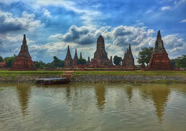 Templo Wat Chaiwatthanaram en Ayutthaya desde el crucero Thanatharee (Tailandia)
