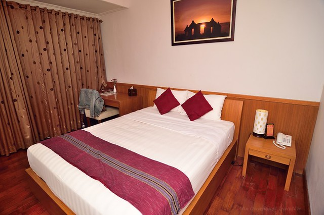 Guest rooms are fitted with wooden furniture, fittings and flooring