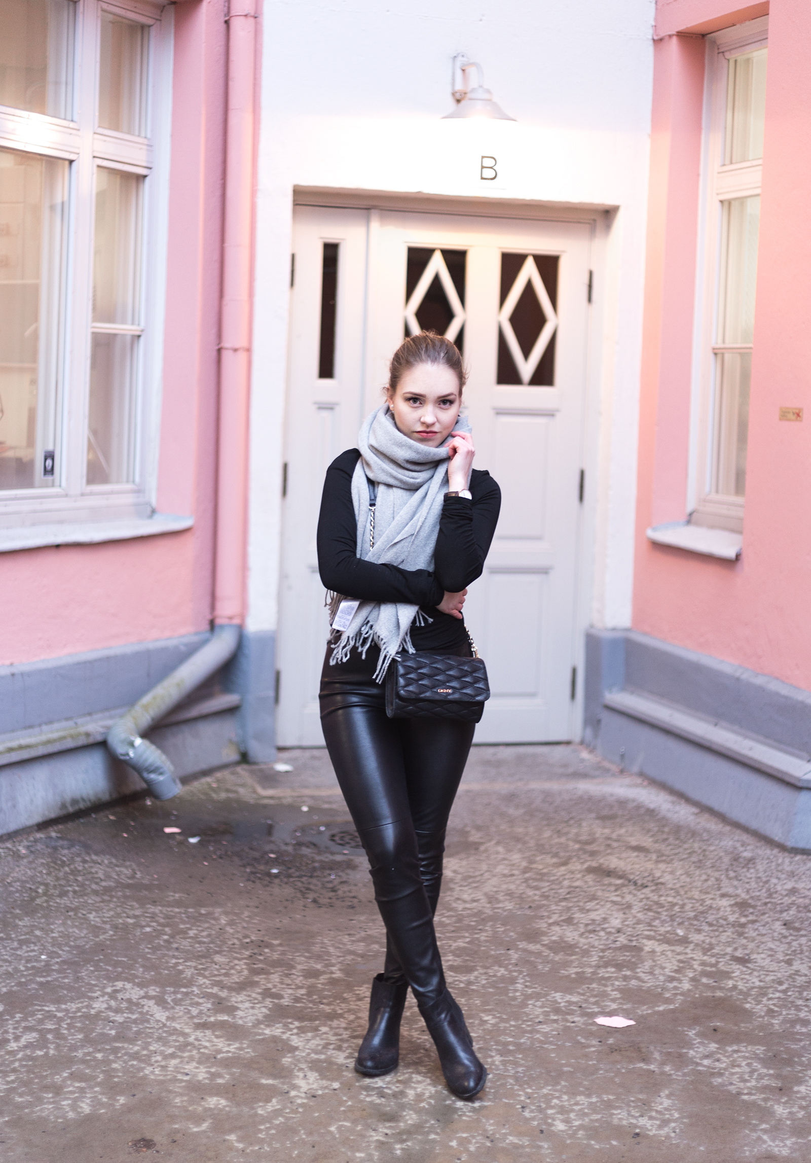 leatherpants8