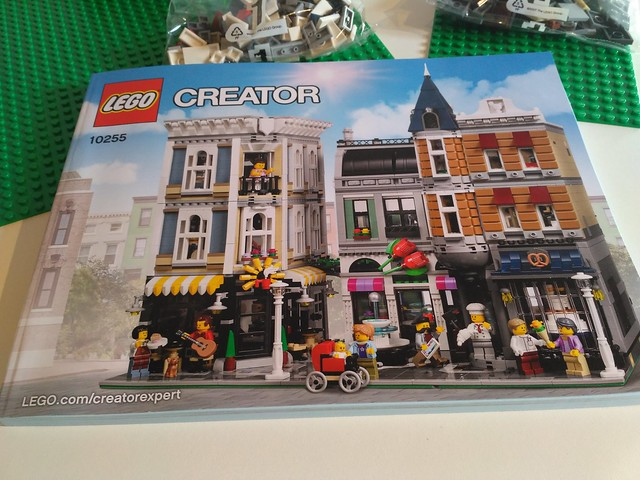 Building the LEGO set 10255 Assembly Square