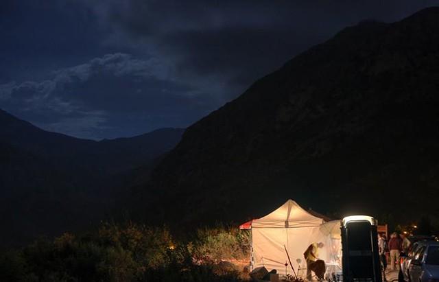 O σταθμός της βάσης του βουνού - CP47 - μέσα στην νύχτα - photo copyright: Νίκος Πεταλάς!