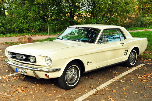 Oldtimer Ford Mustang 1966 Plankstadt Herbst Oktober 2015 Foto Brigitte Stolle