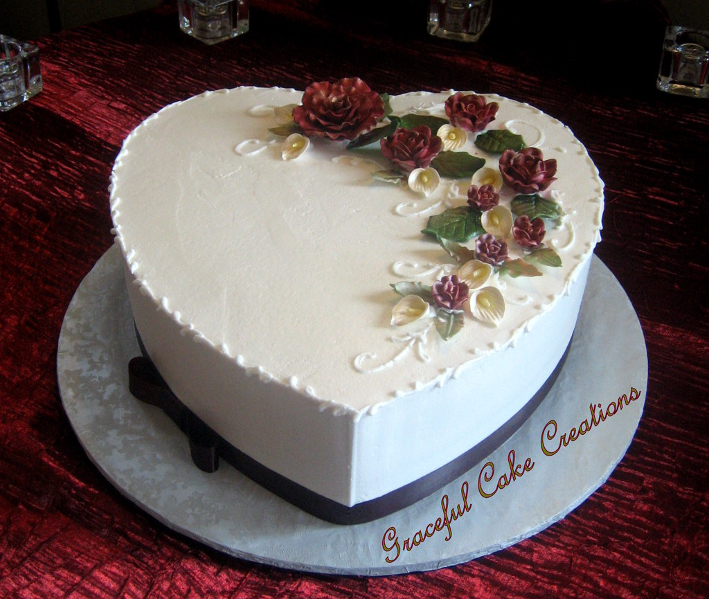 heart shaped wedding cake images shaped wedding cake with burgundy roses and 15158