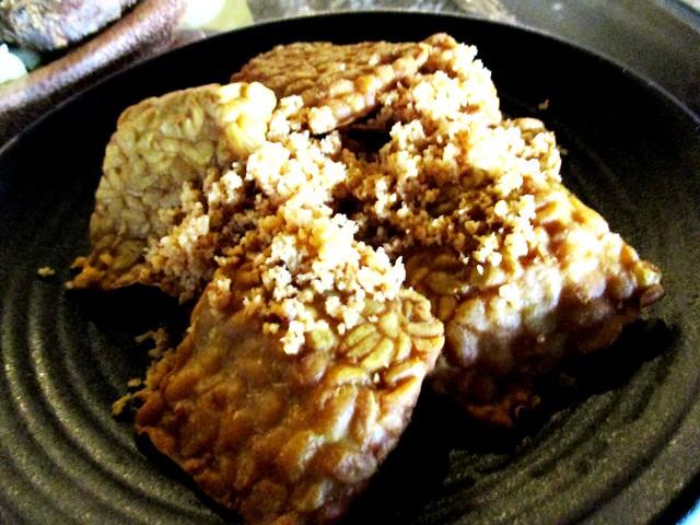 Ayam Penyat Ria tempe
