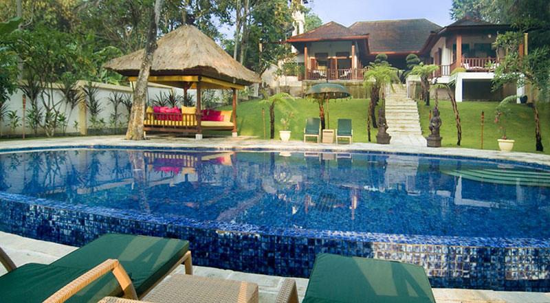 villamako-pool