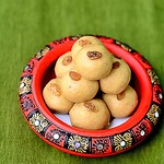 Wheat flour ladoo / atta laddu recipe