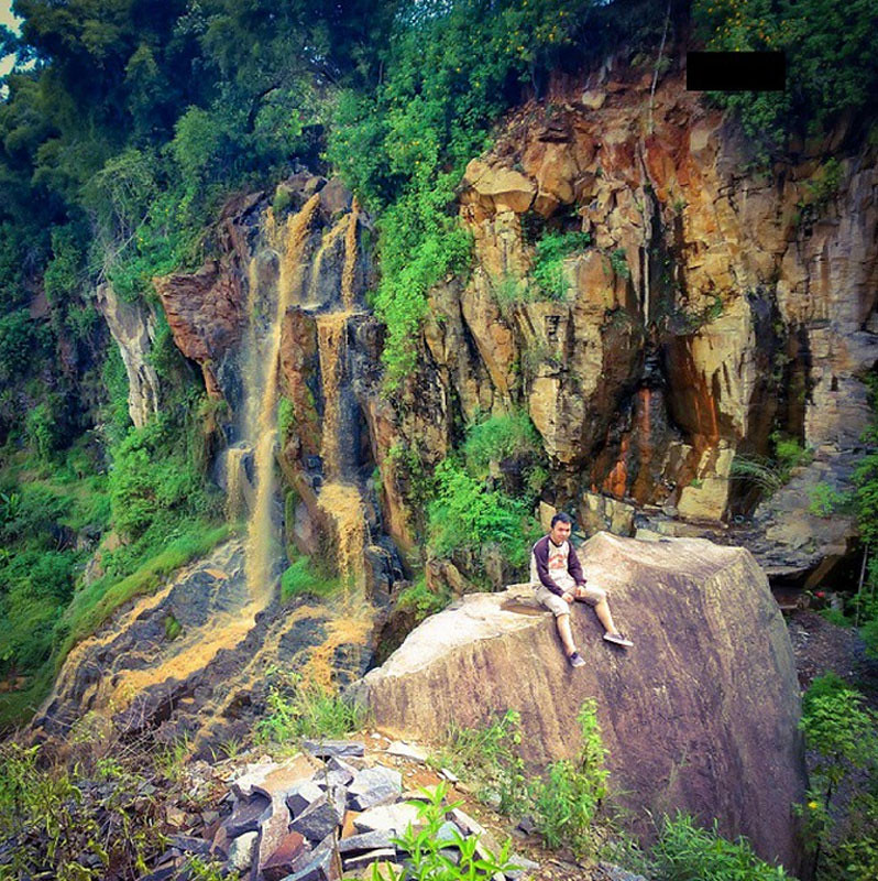 1-Curug-Batu-Templek-Rocks