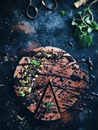http://call-me-cupcake.blogspot.se/2015/03/no-bake-chocolate-vegan-mousse-cake.html#.VUCKtGY87Xk