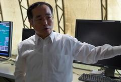 世界資源亞太公司營運暨技術副總經理傅雲政解釋汙泥處理過程