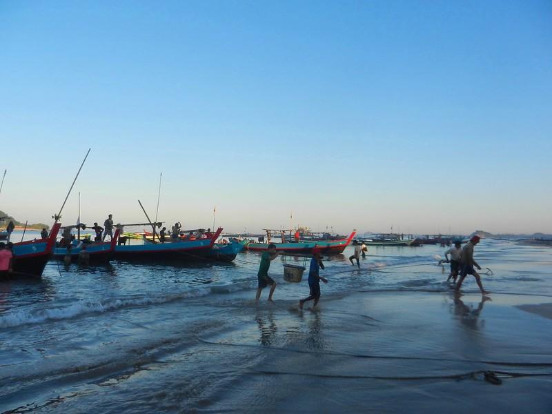 Рыбаки приехали Бирма