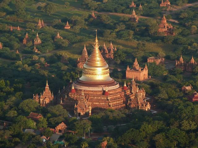 Templos de Bagan en globo (Vuelo fotográfico)