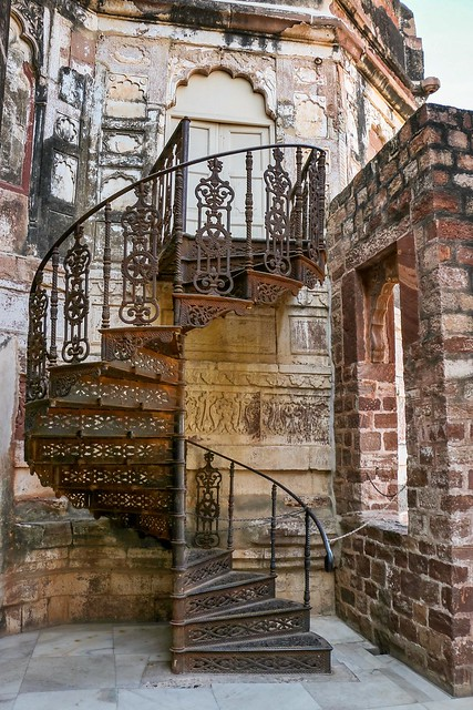 Spiral stairs in Mehrangarh Fort, Jodhpur, India ジョードプル メヘラーンガル・フォートの螺旋階段