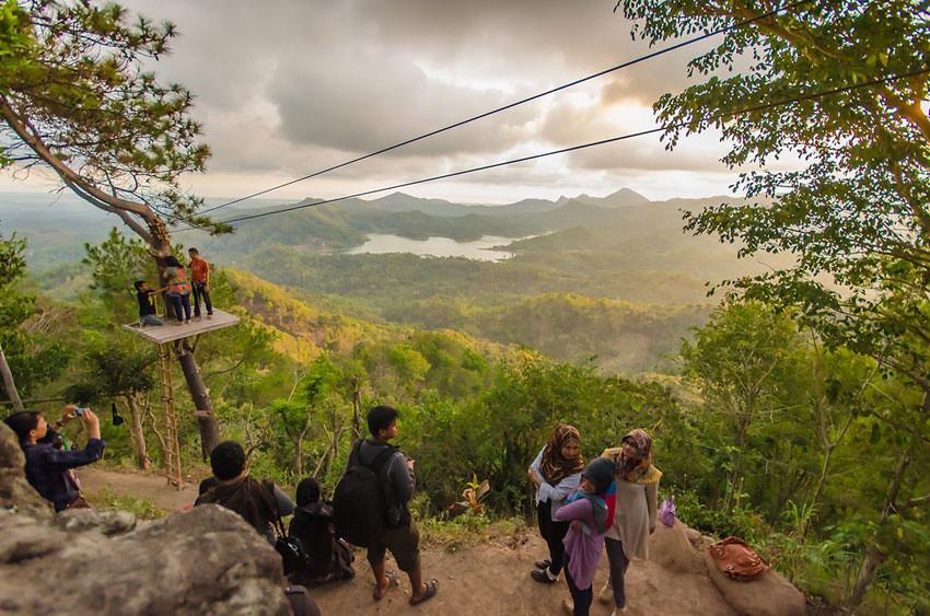 1-Kalibiru-Sunrise-MahardikaGilang-flickr