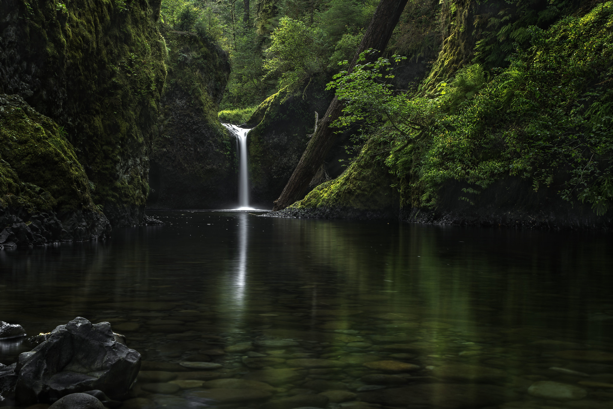 Punch Bowl Falls, Oregon [2048×1365] Photographed by Stokes RX