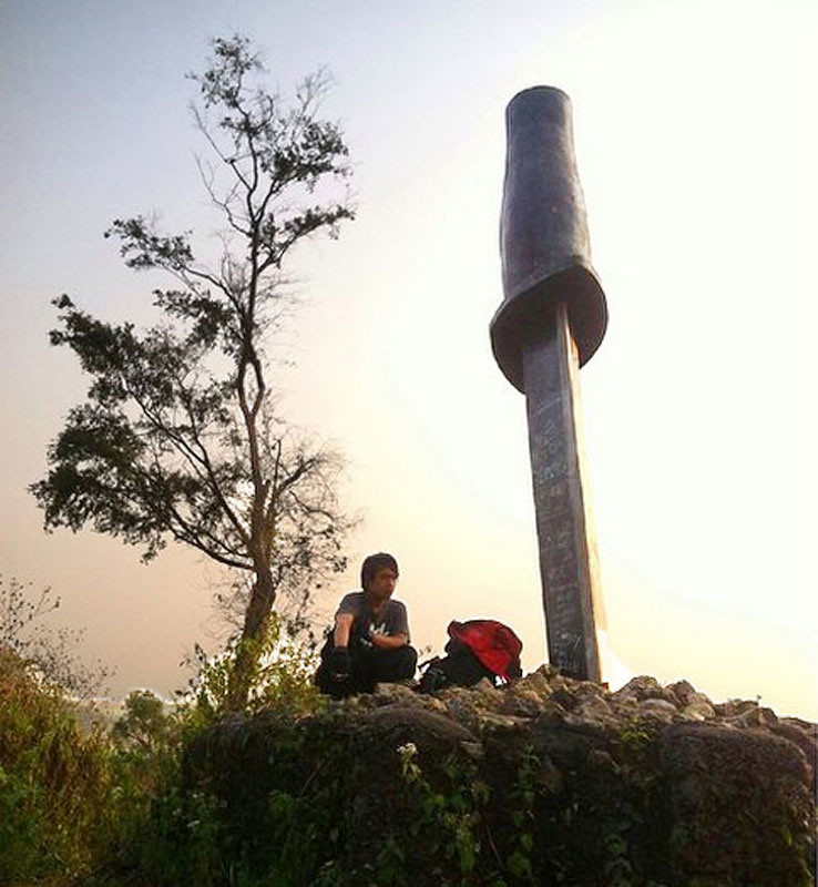 10-Tebing-Citatah-Belati-Monument