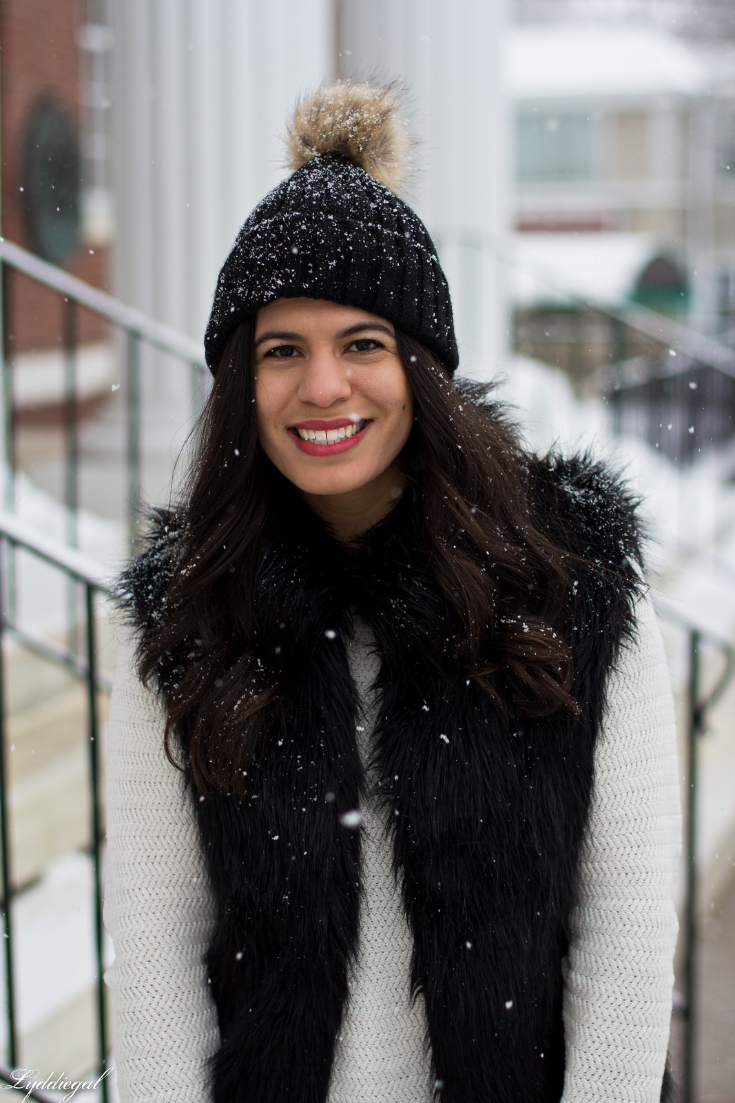 black fur vest, white sweater, red coach willis bag, snow outfit-7.jpg