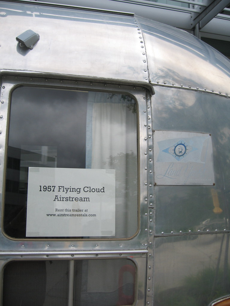 Airstream Flying Cloud Fb Twin Bed