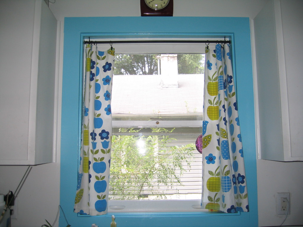 Week 2: Kitchen Window with Curtains | The trim around the w… | Flickr