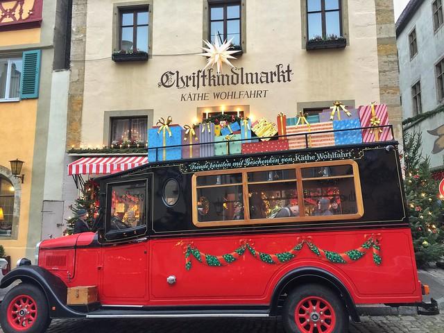 Coche de Navidad en Rothenburg (Norte de Baviera, Alemania)