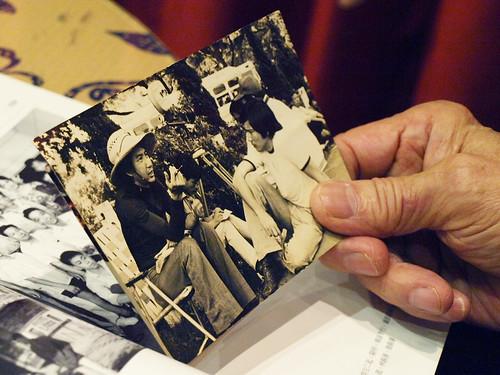 1982年拍攝《小妞、大盜、我》,蔡揚名為秦漢講戲