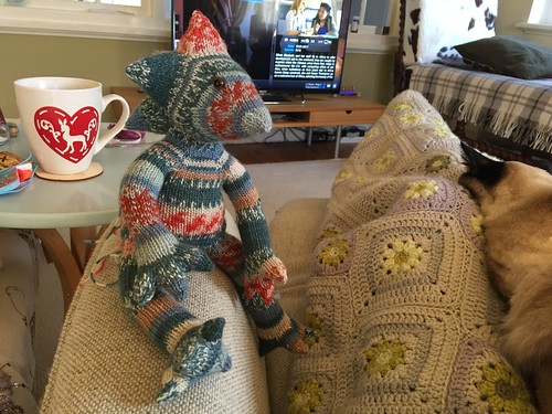 Joris knitted stuffy pattern by ZijMaaktHet dragon gargoyle