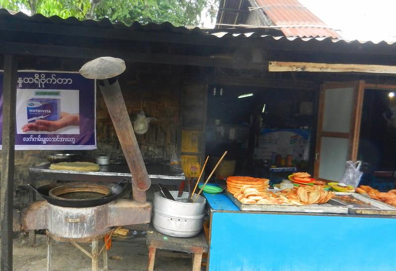 Уличная еда в Мьянме