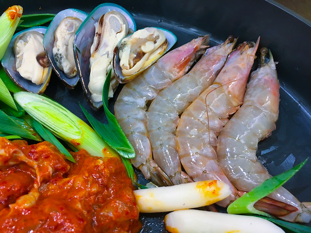 Yoogane seafood chicken dak galbi