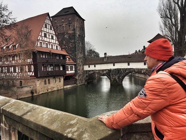 Sele en el puente del verdugo de Nuremberg (Baviera, Alemania)