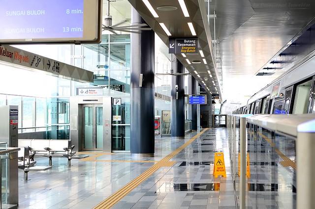 Spacious train platform