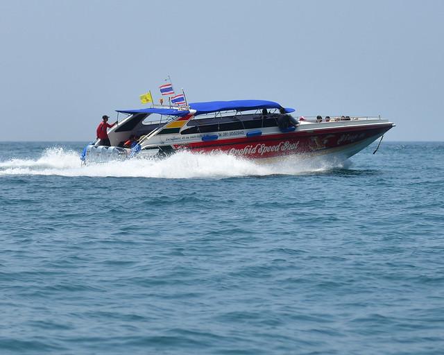 Speed Boat, una lancha rápida, en las playas de Tailandia