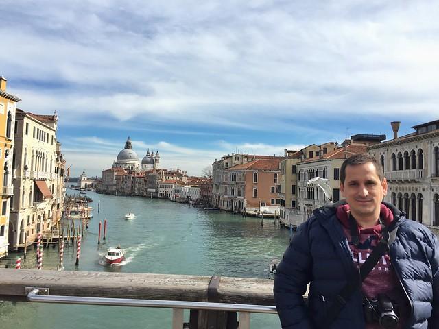 Sele en el puente de la Academia de Venecia