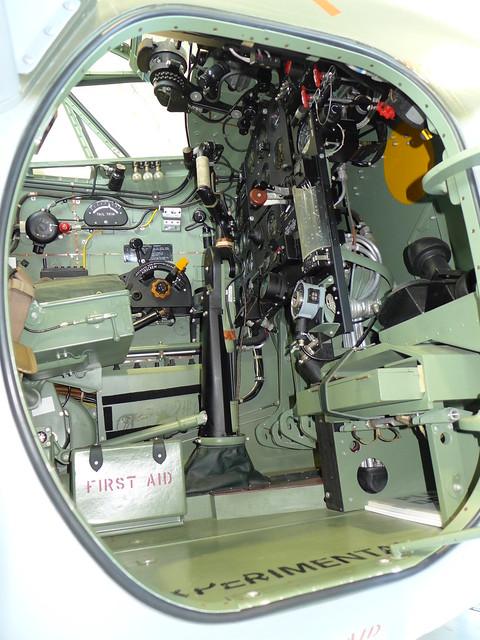 Flight instruments: de Havilland DH-98 Mosquito