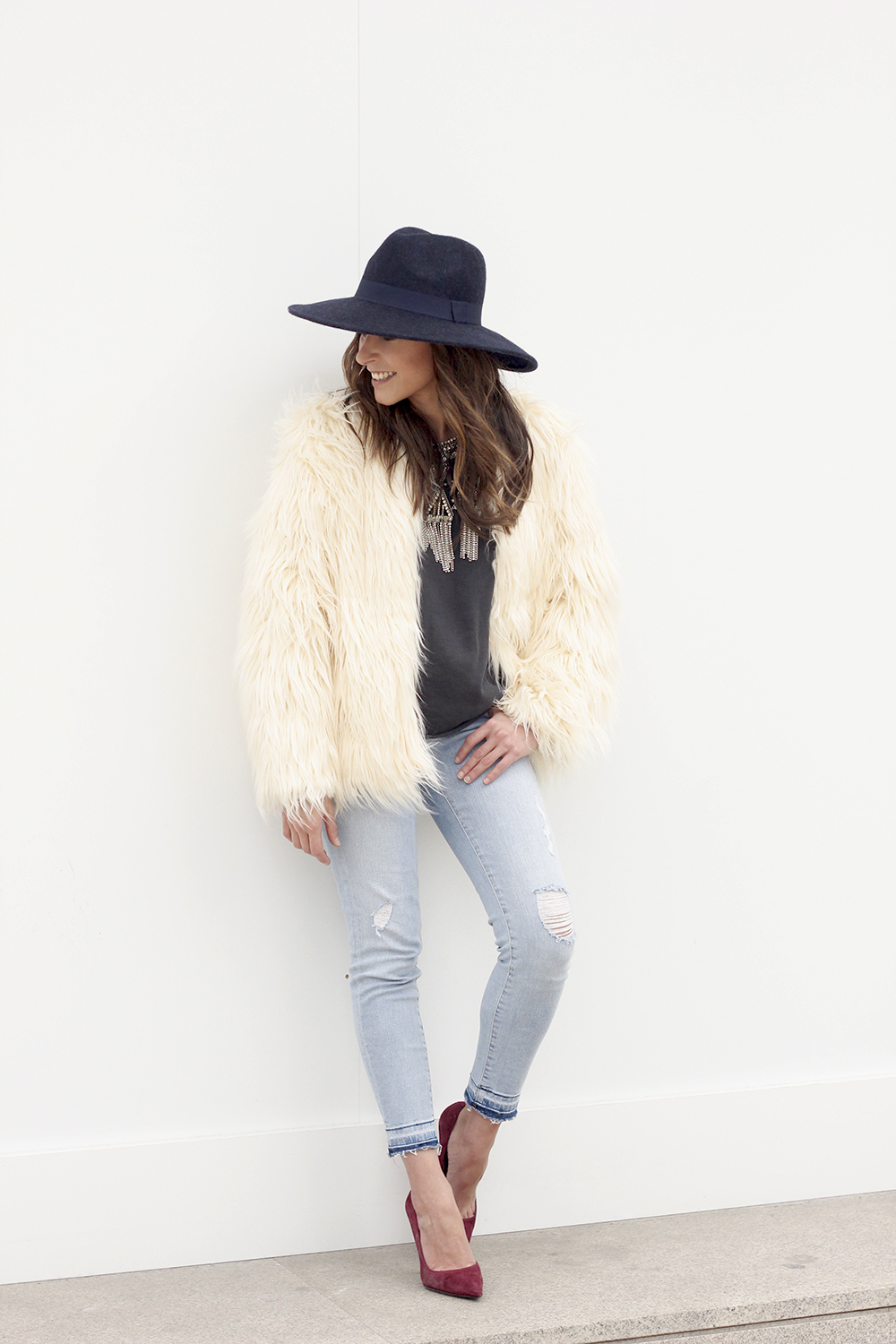 Faux Fur white coat jeans uterqüe heels navy hat coach bag style fashion12