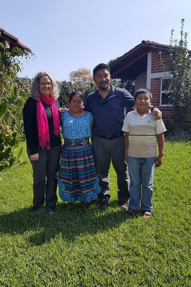 Juan Rafael Xeche y madre con patrocinadores