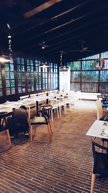 halfwhiteboy - lola cafe + bar 03