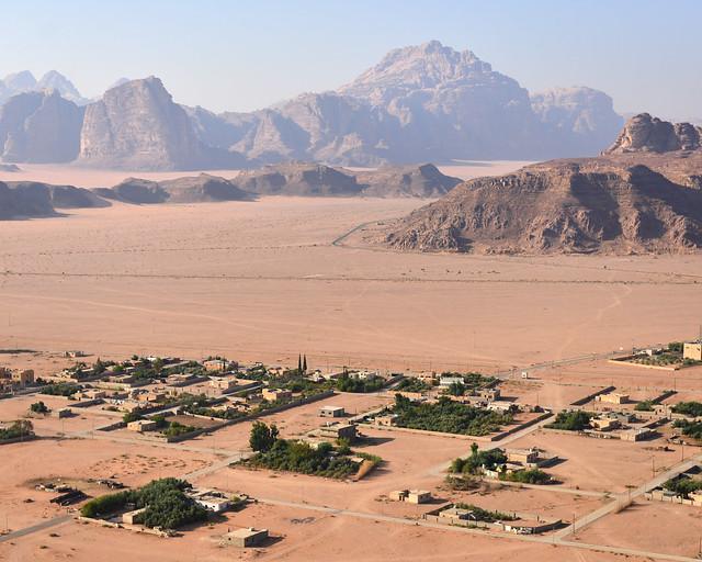 Poblado jordano a vista de globo desde Wadi Rum
