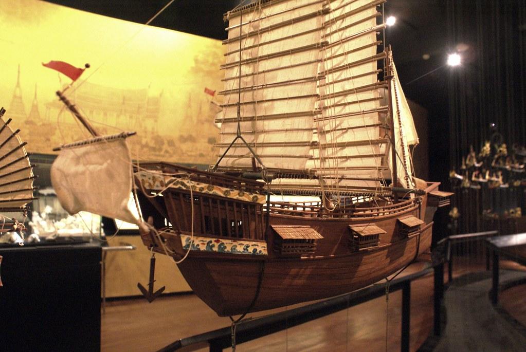 Jonque chinoise, bateau traditionnel asiatique représenté au musée du Siam à Bangkok.