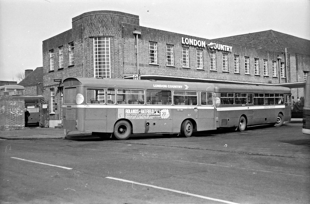 St albans bus garage the front and side forecourts of st for Garage ad buc