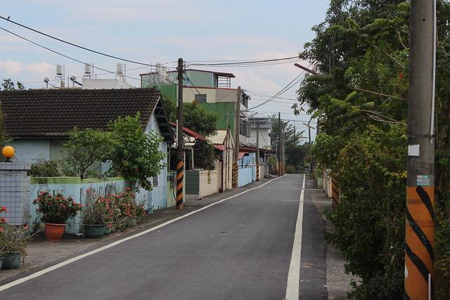 信國村街道整齊乾淨。攝影:廖靜蕙