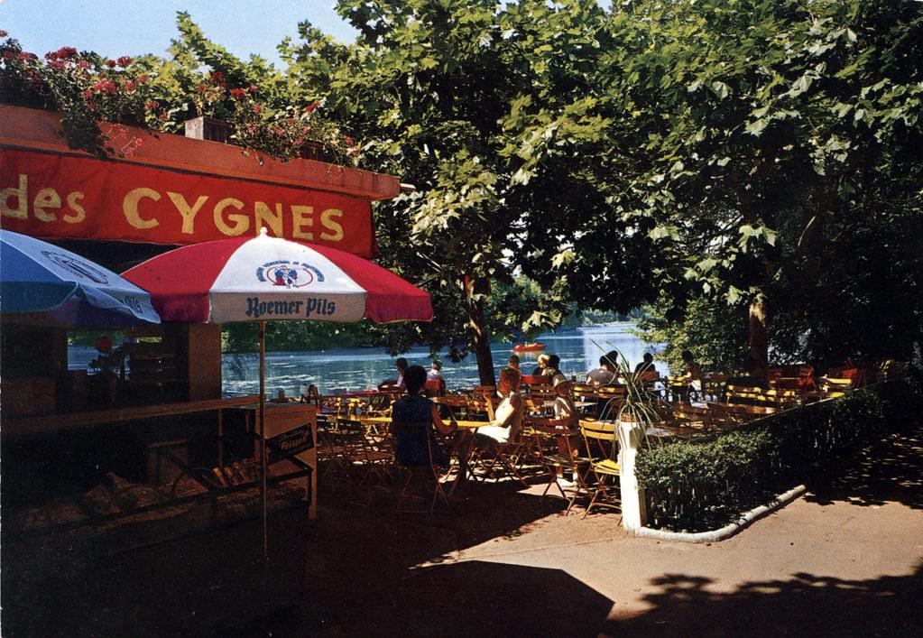 Café du parc de la Tête d'or à Lyon qui n'a pas beaucoup changé depuis les années 1970, sauf les prix évidemment.